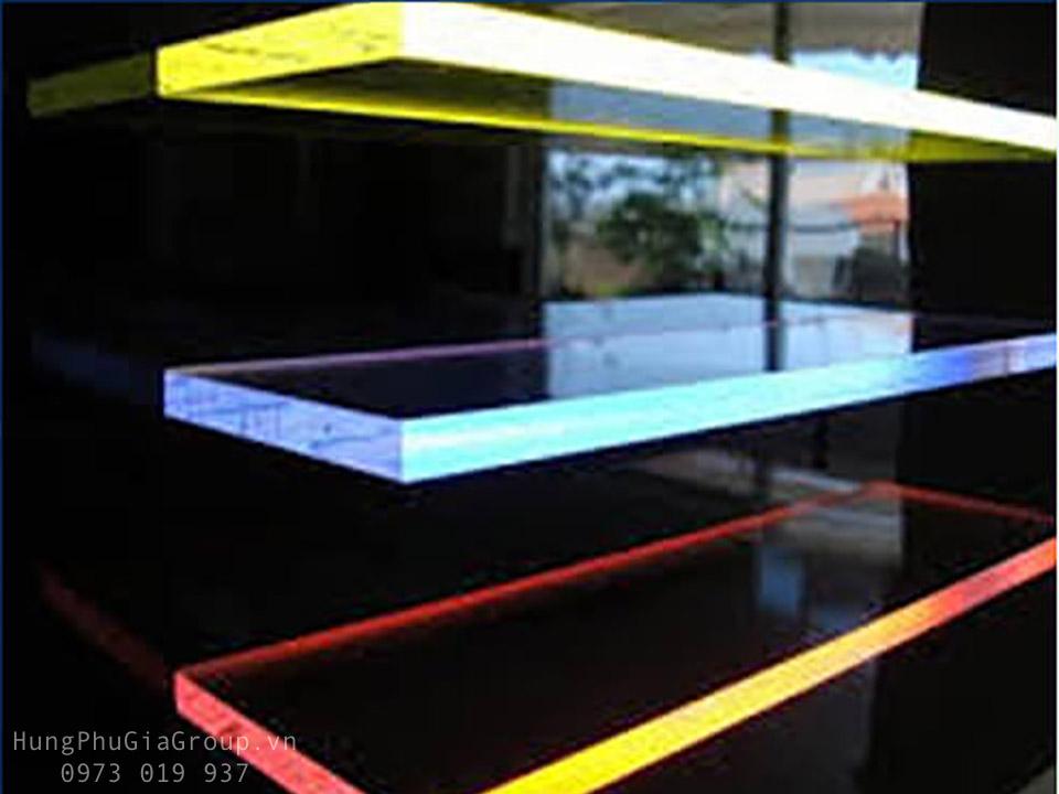 Giá tấm mica dẫn sáng HPG