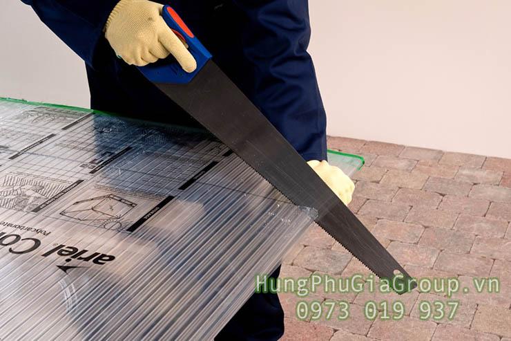 cách cắt tấm polycarbonate