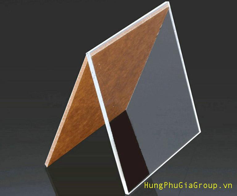so sánh Mica acrylic với tấm Polycarbonate